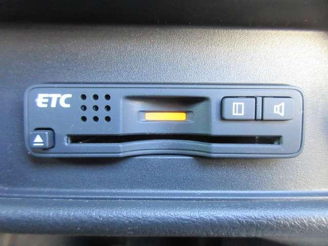 アブソルート・アドバンス 7人乗り仕様 マルチビューカメラ 純正メモリナビ フルセグTV Bluetoothオーディオ ETC サイド・サイドカーテンエアバッグ 両側電動スライドドア スマートキー 純正17インチアルミホイール(11枚目)