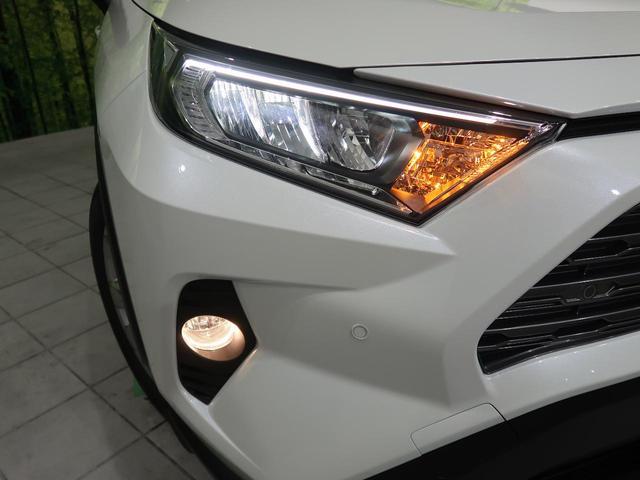 LEDライトを装備♪LEDヘッドライトはハロゲンヘッドライトに比べて大光量で、遠方視認性を向上させてくれる為夜間の運転をより安全にサポートしてくれます。