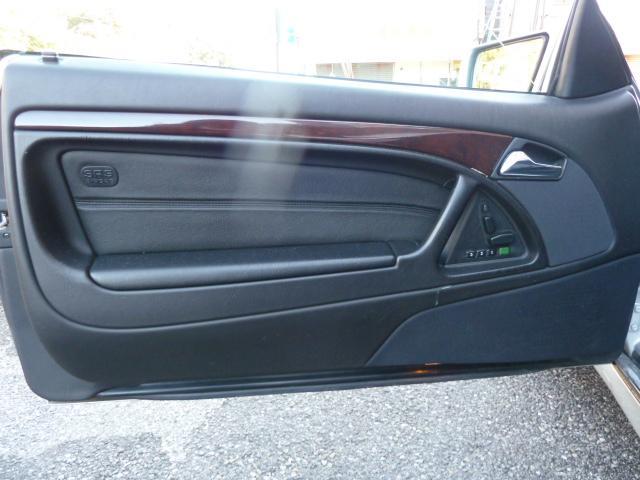 運転席ドア内張も小傷や小汚れ程度ございますが、状態良好です。