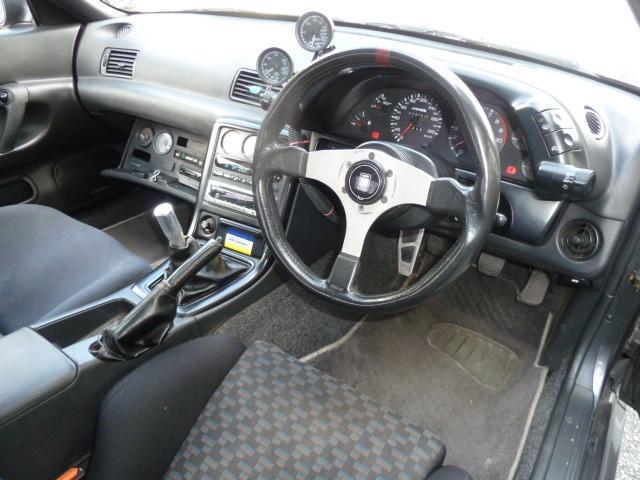 ユーザー買取車のニッサン スカイラインGT-Rのご紹介です。