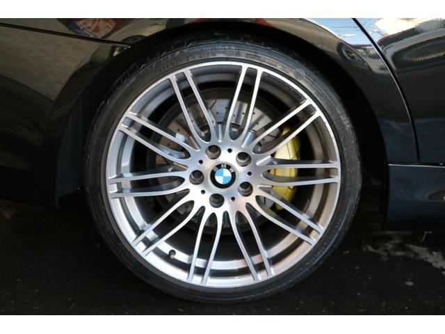 Mパフォーマンスのホイール「ダブルスポークスタイリング269」です。4本とも小さいガリ傷がありますが、ご希望の方は納車までにリペアに出します。 ブレーキキットも前後BMWパフォーマンスのものです。