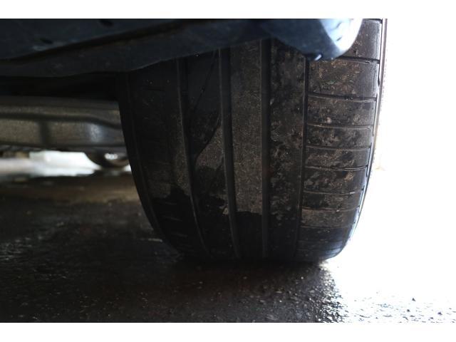 タイヤは前がピレリーのチンチュラートP1で8部山位、リヤがポテンザRE050Aで4部山位す。前は2018年ですが後ろは2006年製造なので、リヤ2本もフロントと同じ銘柄で新品交換をして納車いたします。