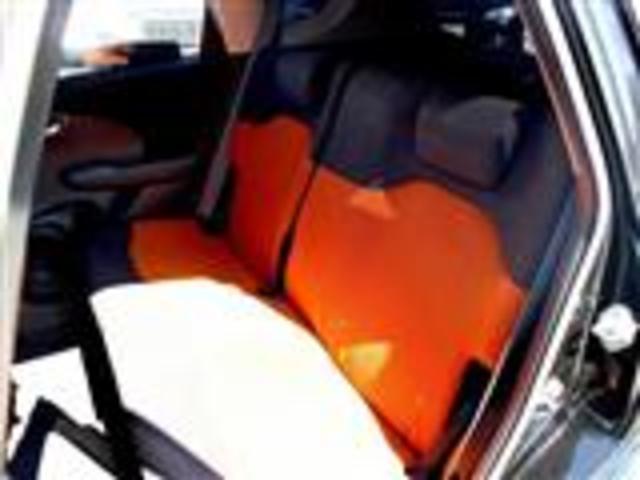 セカンドシートは座面を広く作られておりますので、長い時間座ったときでも疲れにくいレイアウトがとられております。