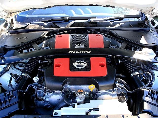 高鳴るエンジン。 走るために生まれた性能が、走り続けたくなる理由にもなる。V6エンジンには独立したフルデュアル・エキゾーストシステム搭載!
