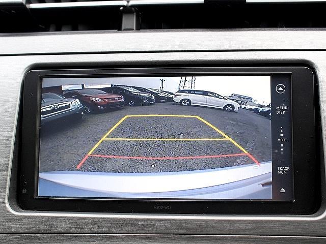 ナビは純正SDナビ♪基本のCD、DVDに加え、Bluetoothやフルセグ、USBにも対応も高機能モデル♪安心のフロント・サイド・バック・更に全周囲カメラ付き!駐車も楽々ですね♪ステアリングスイッチ付