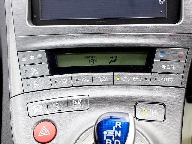 日中は暑い…夜寒い…なかなか温度調節って面倒ですよね。オートエアコンなので、車内は常に快適です◎