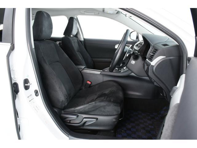 重厚感あるシートは使用感も少なくキレイな状態です♪