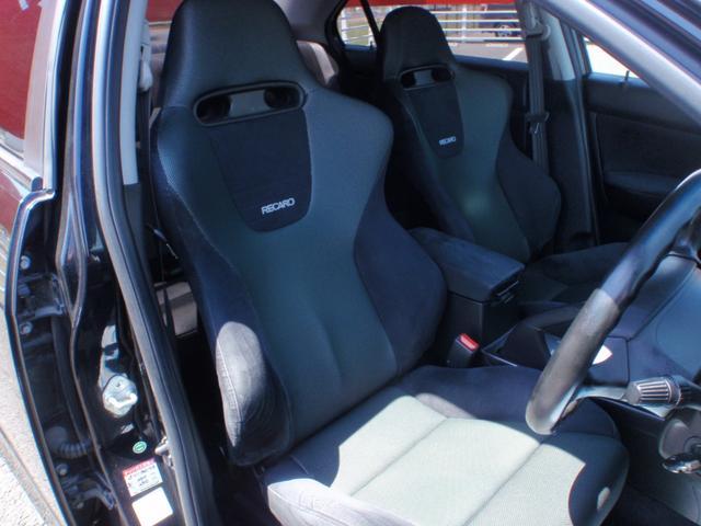 運転席 助手席 純正レカロシート しっかり体をホールドしてくれます。腰にもいいですよ