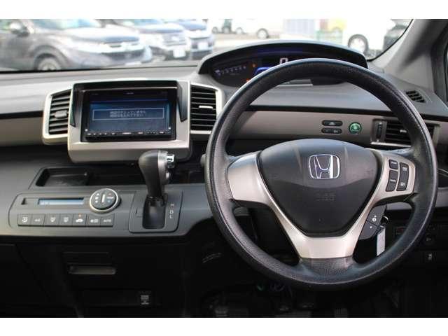 とても握りやすいステアリング!運転手の気持ちがそのまま伝わるかのような反応をしてくれます!!小物入れや各ボタンの配置にこだわり、使いやすさは抜群です!視認性も良好なのでロングドライブもお任せ下さい!