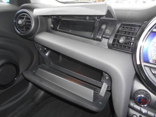 クーパー ワンオーナー 禁煙車 純正HDDナビ ルームミラー一体型ETC HIDライト スマートキー2個 チェック柄サイドミラーカバー 純正サイドミラー有り 毎年分ディーラー記録簿(30枚目)