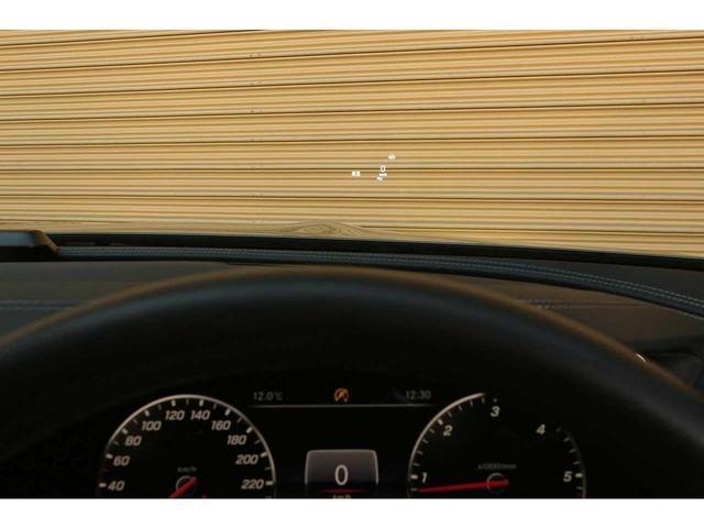 ヘッドアップディスプレイが装備され、ドライブ中目線を下げずにヘッドアップディスプレイから様々な情報を得ることができます!