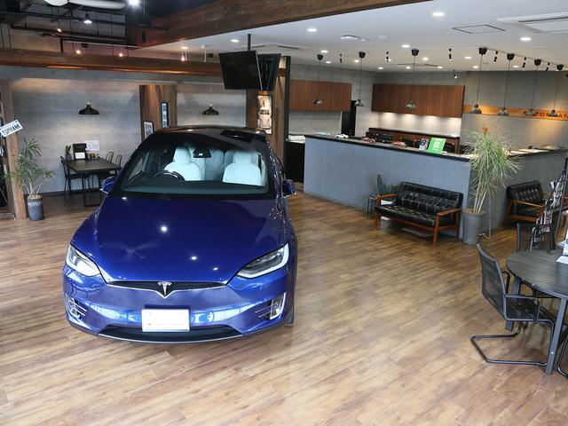 弊社は輸入車専門店となります。品質・グレード・装備品等にこだわり、選び抜いた車両をご提供させて頂いております。お車のカスタムやフィルム施工も得意としておりますので是非ご相談ください。
