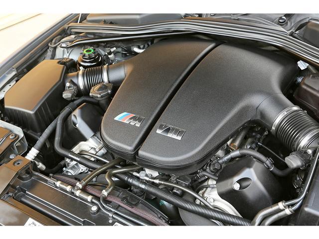 当時F1の技術をフィードバックしたエンジンと言われているV10エンジンが搭載しております。パワーはもちろん官能的なサウンドもお楽しみいただけます!