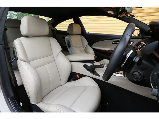 少し古い年式にも関わらずシート内装のコンデションは良好でございます。