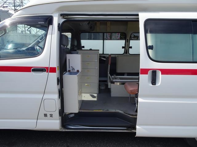 グランビア 患者輸送車 2WD 7人乗り 固定式ベッド付(11枚目)