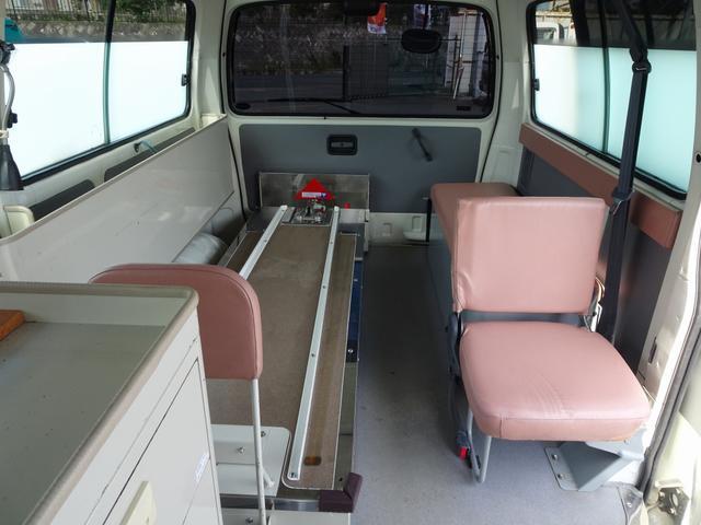 グランビア 患者輸送車 2WD 7人乗り 固定式ベッド付(12枚目)