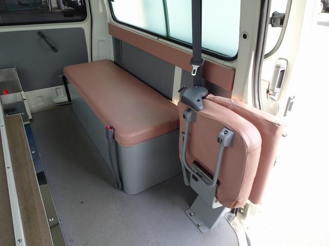 グランビア 患者輸送車 2WD 7人乗り 固定式ベッド付(13枚目)