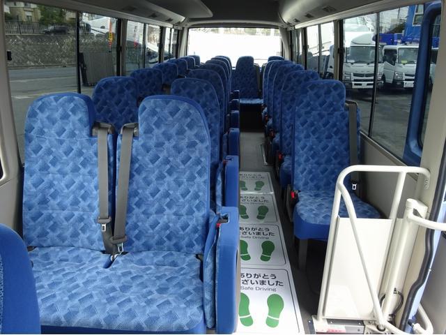 ※全席シートベルト付 ・補助席は2点式シートベルト、他席は3点式★合計:28人★ ▲各シート:汚れ小・内張りキズ小 ※リクライニング機構付  ・補助席、最後部席リクライニング不可