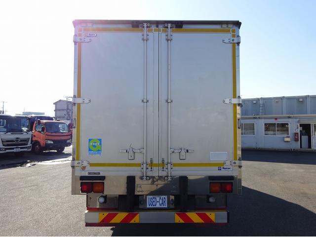低温冷凍車 -30℃設定 左両開観音扉 リアエアサス ワイド ベッド付 2750kg積み 240馬力(6枚目)