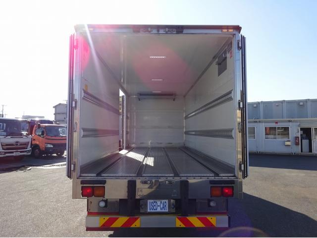 低温冷凍車 -30℃設定 左両開観音扉 リアエアサス ワイド ベッド付 2750kg積み 240馬力(7枚目)