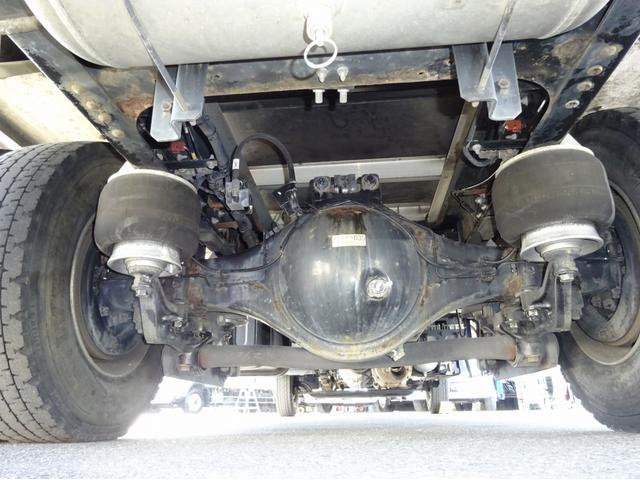 低温冷凍車 -30℃設定 左両開観音扉 リアエアサス ワイド ベッド付 2750kg積み 240馬力(9枚目)