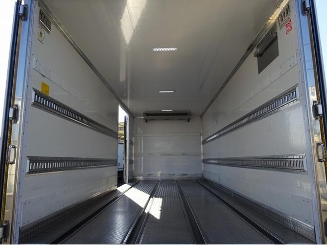 低温冷凍車 -30℃設定 左両開観音扉 リアエアサス ワイド ベッド付 2750kg積み 240馬力(11枚目)