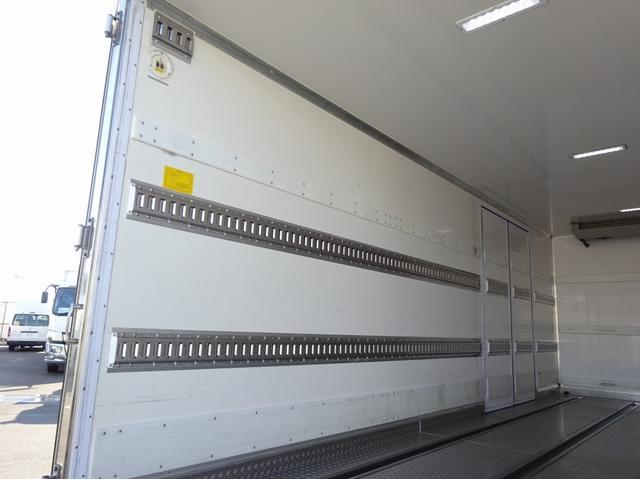 低温冷凍車 -30℃設定 左両開観音扉 リアエアサス ワイド ベッド付 2750kg積み 240馬力(12枚目)