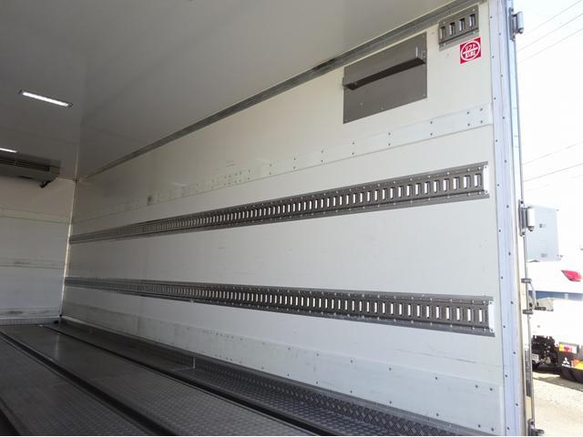 低温冷凍車 -30℃設定 左両開観音扉 リアエアサス ワイド ベッド付 2750kg積み 240馬力(13枚目)