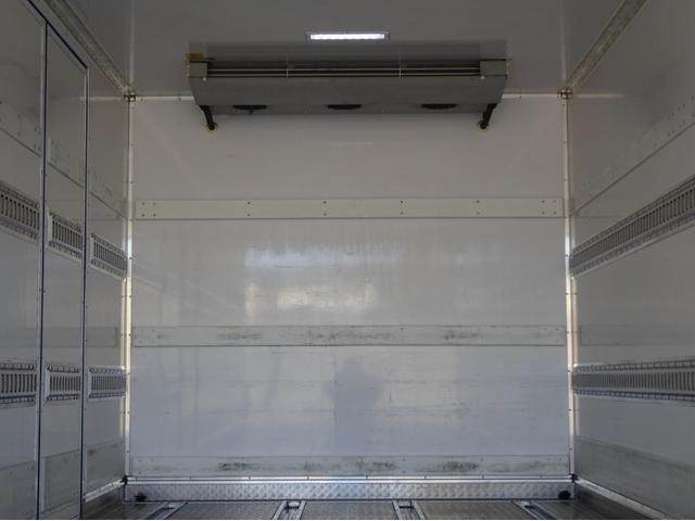低温冷凍車 -30℃設定 左両開観音扉 リアエアサス ワイド ベッド付 2750kg積み 240馬力(15枚目)