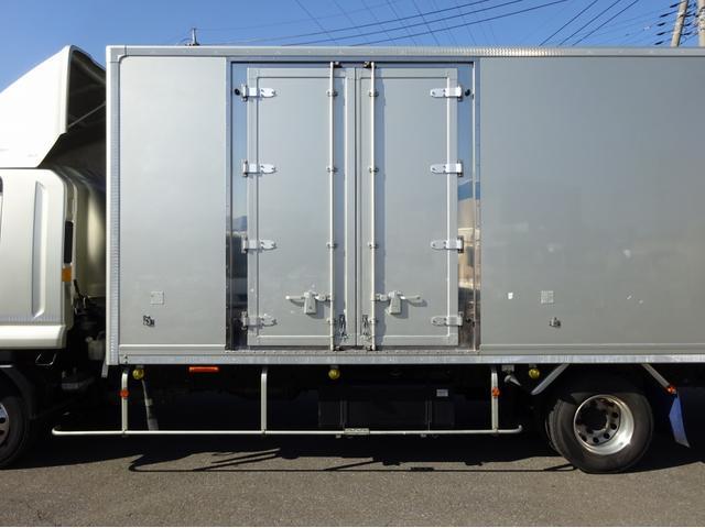 低温冷凍車 -30℃設定 左両開観音扉 リアエアサス ワイド ベッド付 2750kg積み 240馬力(17枚目)
