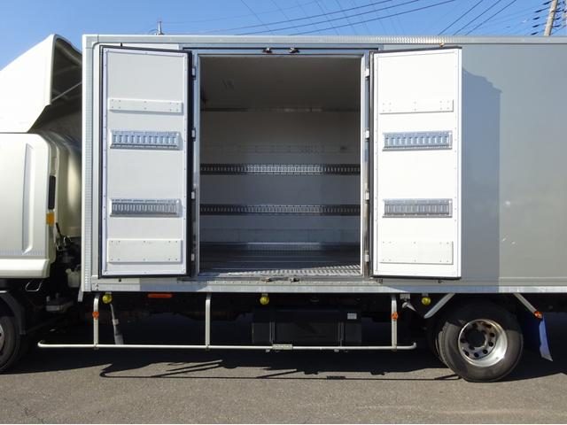 低温冷凍車 -30℃設定 左両開観音扉 リアエアサス ワイド ベッド付 2750kg積み 240馬力(19枚目)