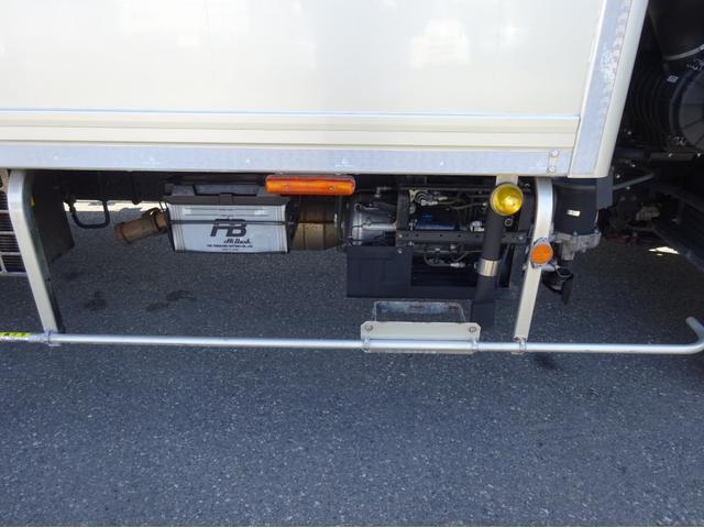 低温冷凍車 -30℃設定 左両開観音扉 リアエアサス ワイド ベッド付 2750kg積み 240馬力(33枚目)