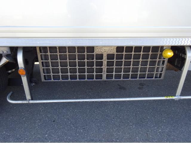 低温冷凍車 -30℃設定 左両開観音扉 リアエアサス ワイド ベッド付 2750kg積み 240馬力(34枚目)