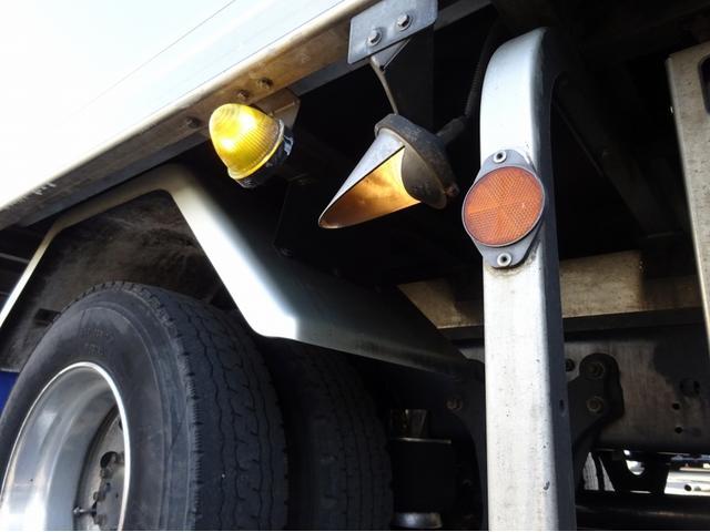 低温冷凍車 -30℃設定 左両開観音扉 リアエアサス ワイド ベッド付 2750kg積み 240馬力(38枚目)