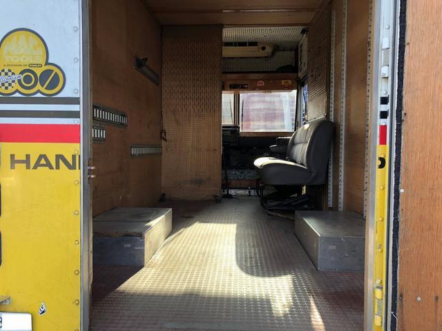 荷室寸法 高さ約210cm × 幅約320cm × 長さ約320cm(運転席背面まで)