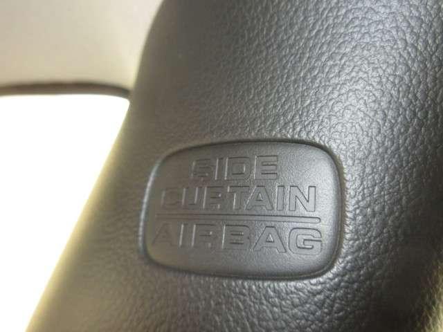 『サイドカーテンエアバック』を装備しております。軽自動車にこそ安全をという発想です。今まで普通車に乗られていた方にも抵抗なくお乗替え出来ますね。