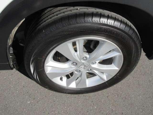 215/6016のタイヤサイズに純正アルミ付きとなります