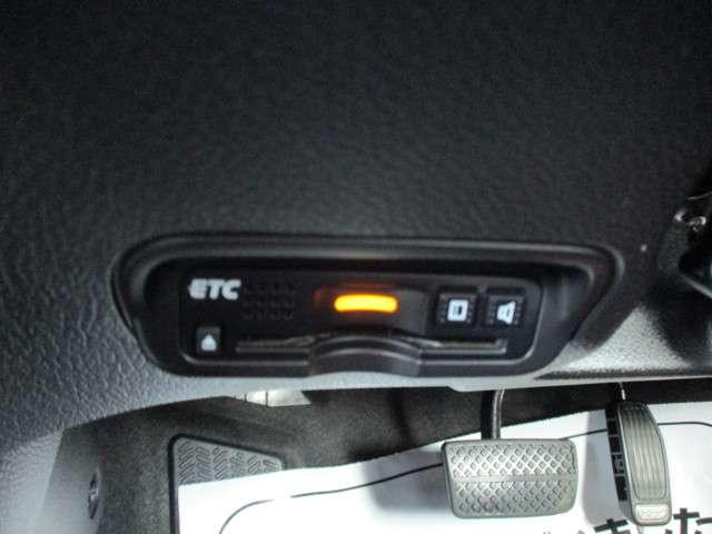 ハイブリッド ワンオーナー 衝突軽減 オートクルーズ レーンキープ 社外ナビ リヤカメラ ETC LEDヘッドライト(11枚目)