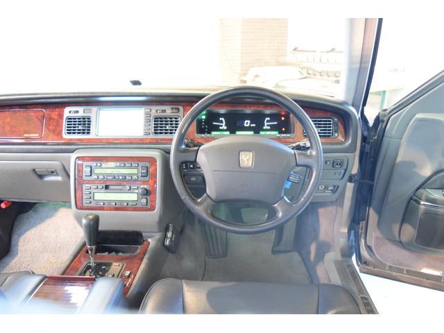 標準仕様車 デュアルEMVパッケージ 法人前オーナー グレーレザーシート リアシートリクライニング&マッサージ機能付 リアバニティーミラー キーレス ETC スペアキー 取説 新車時保証書有(2枚目)