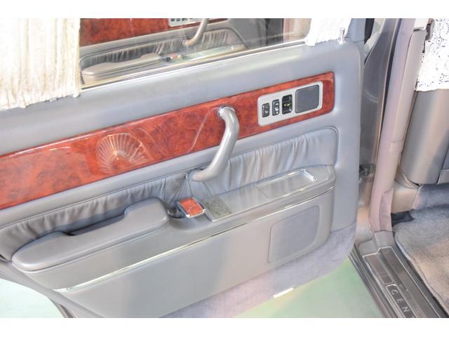 標準仕様車 デュアルEMVパッケージ 法人前オーナー グレーレザーシート リアシートリクライニング&マッサージ機能付 リアバニティーミラー キーレス ETC スペアキー 取説 新車時保証書有(6枚目)