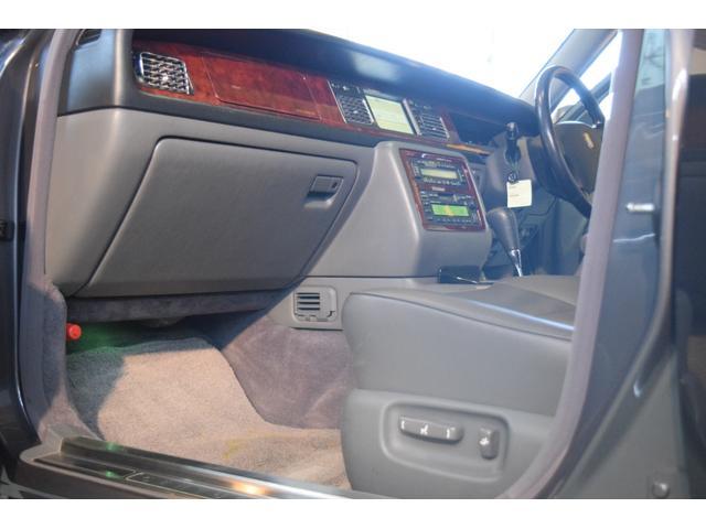 標準仕様車 デュアルEMVパッケージ 法人前オーナー グレーレザーシート リアシートリクライニング&マッサージ機能付 リアバニティーミラー キーレス ETC スペアキー 取説 新車時保証書有(9枚目)