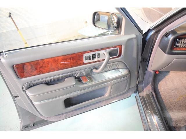 標準仕様車 デュアルEMVパッケージ 法人前オーナー グレーレザーシート リアシートリクライニング&マッサージ機能付 リアバニティーミラー キーレス ETC スペアキー 取説 新車時保証書有(10枚目)