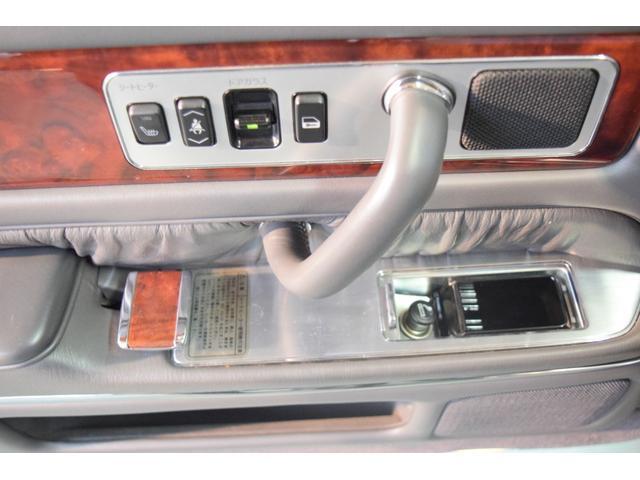標準仕様車 デュアルEMVパッケージ 法人前オーナー グレーレザーシート リアシートリクライニング&マッサージ機能付 リアバニティーミラー キーレス ETC スペアキー 取説 新車時保証書有(11枚目)