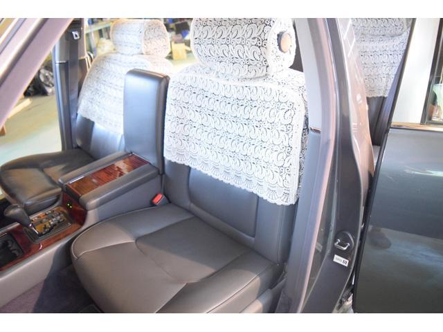 標準仕様車 デュアルEMVパッケージ 法人前オーナー グレーレザーシート リアシートリクライニング&マッサージ機能付 リアバニティーミラー キーレス ETC スペアキー 取説 新車時保証書有(12枚目)