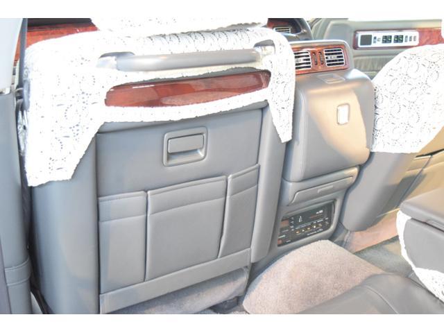 標準仕様車 デュアルEMVパッケージ 法人前オーナー グレーレザーシート リアシートリクライニング&マッサージ機能付 リアバニティーミラー キーレス ETC スペアキー 取説 新車時保証書有(14枚目)