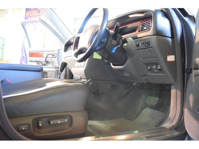 標準仕様車 デュアルEMVパッケージ 法人前オーナー グレーレザーシート リアシートリクライニング&マッサージ機能付 リアバニティーミラー キーレス ETC スペアキー 取説 新車時保証書有(17枚目)