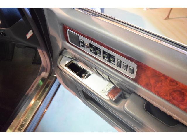 標準仕様車 デュアルEMVパッケージ 法人前オーナー グレーレザーシート リアシートリクライニング&マッサージ機能付 リアバニティーミラー キーレス ETC スペアキー 取説 新車時保証書有(19枚目)