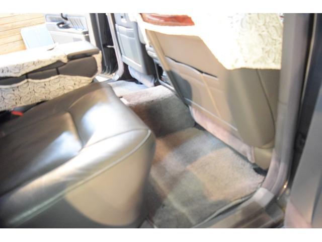 標準仕様車 デュアルEMVパッケージ 法人前オーナー グレーレザーシート リアシートリクライニング&マッサージ機能付 リアバニティーミラー キーレス ETC スペアキー 取説 新車時保証書有(22枚目)