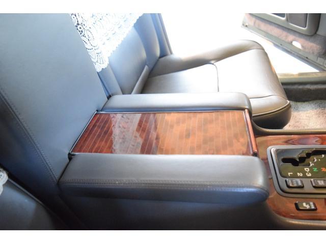 標準仕様車 デュアルEMVパッケージ 法人前オーナー グレーレザーシート リアシートリクライニング&マッサージ機能付 リアバニティーミラー キーレス ETC スペアキー 取説 新車時保証書有(27枚目)