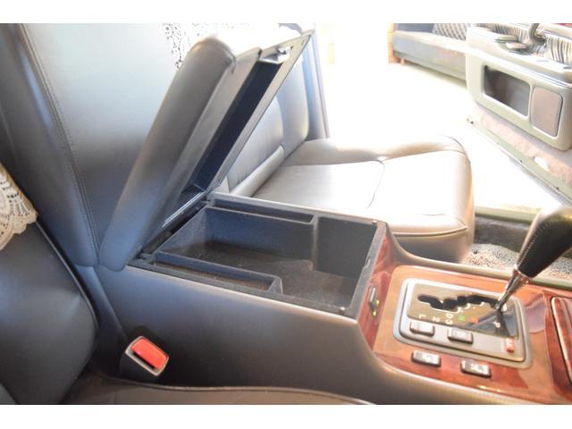 標準仕様車 デュアルEMVパッケージ 法人前オーナー グレーレザーシート リアシートリクライニング&マッサージ機能付 リアバニティーミラー キーレス ETC スペアキー 取説 新車時保証書有(29枚目)